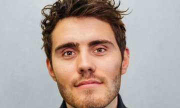 Vlogger Alfie Deyes signs to PR